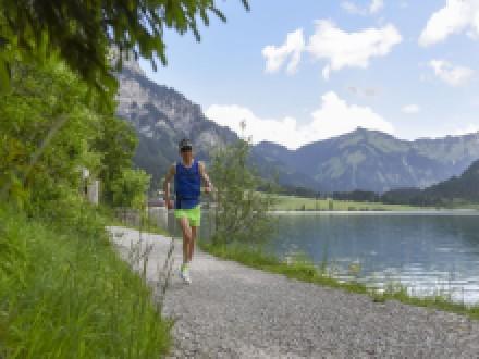 SEEN-LAUF – Markus Brennauer und Carola Dörries erkämpfen sich den Sieg über die Trail-Distanz
